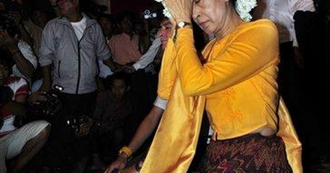 Vacationing Myanmar democracy leader draws crowds